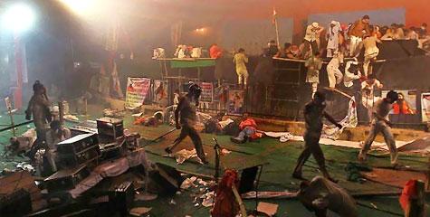 ०४ जून की काली रात का सच, स्वामी रामदेव, सोनिया गांधी, मनमोहन सिंह