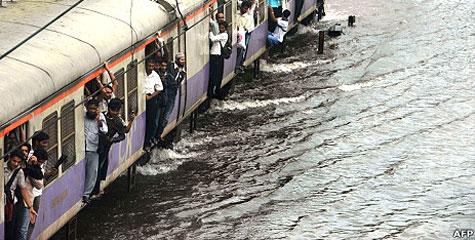 मुंबई, भारी बारिश, जन-जीवन, अस्त व्यस्त